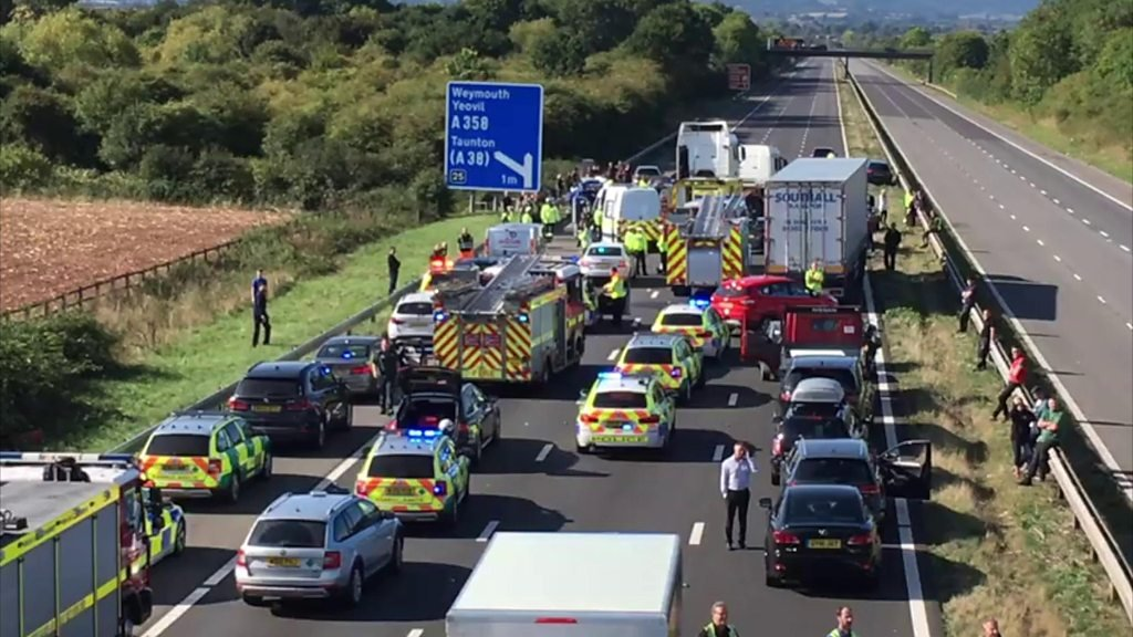 M5 in Somerset closed following 'serious' crash