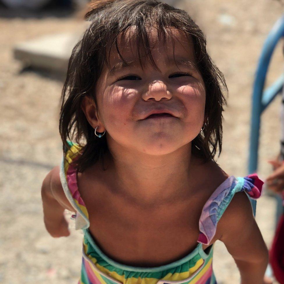 طفلة في المخيم