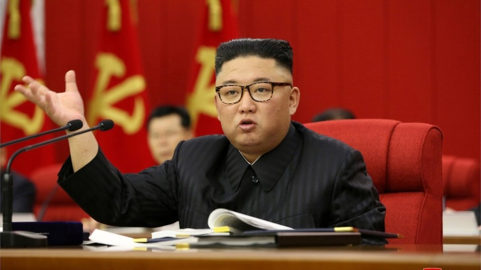 Kim Jong-un durante la apertura de la 3ra Reunión Plenaria del 8vo Comité Central del Partido de los Trabajadores de Corea del Norte