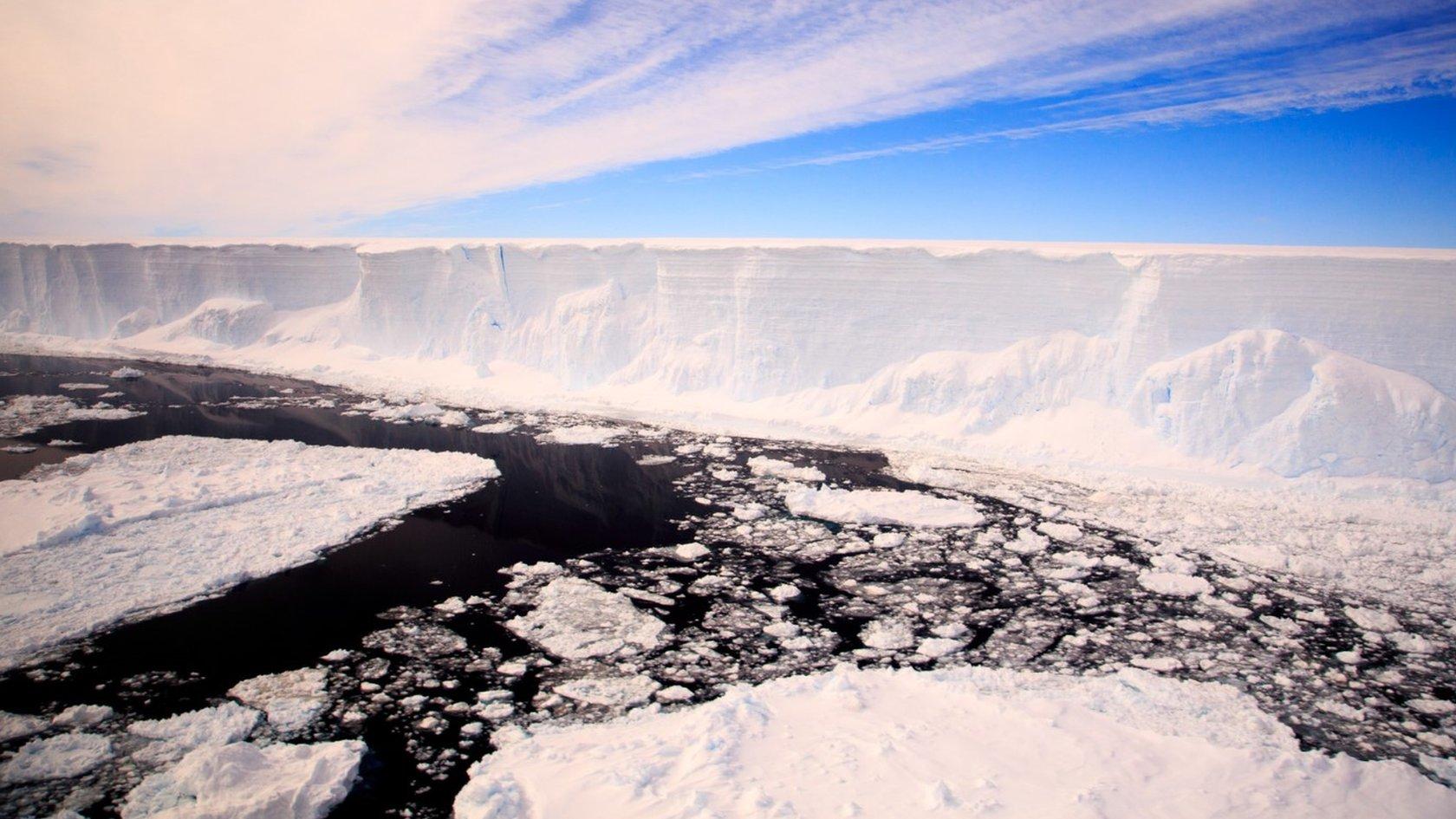 UK team set for giant Antarctic iceberg expedition
