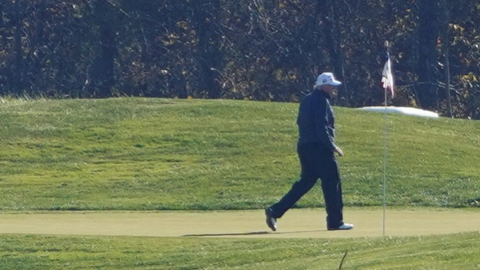 Poco después de conocerse los resultados de la elección, Trump fue visto jugando golf en Sterling (Virginia).