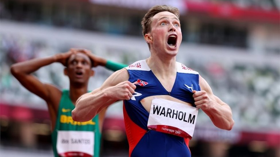 Warholm celebra su triunfo