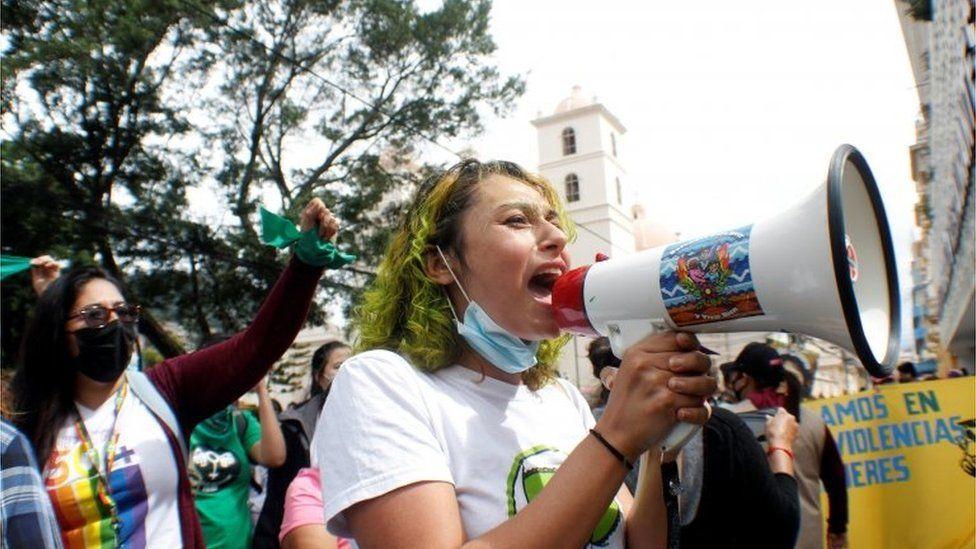 Mujeres en Honduras protestando contra la la incorporación a nivel constitucional de la prohibición del aborto
