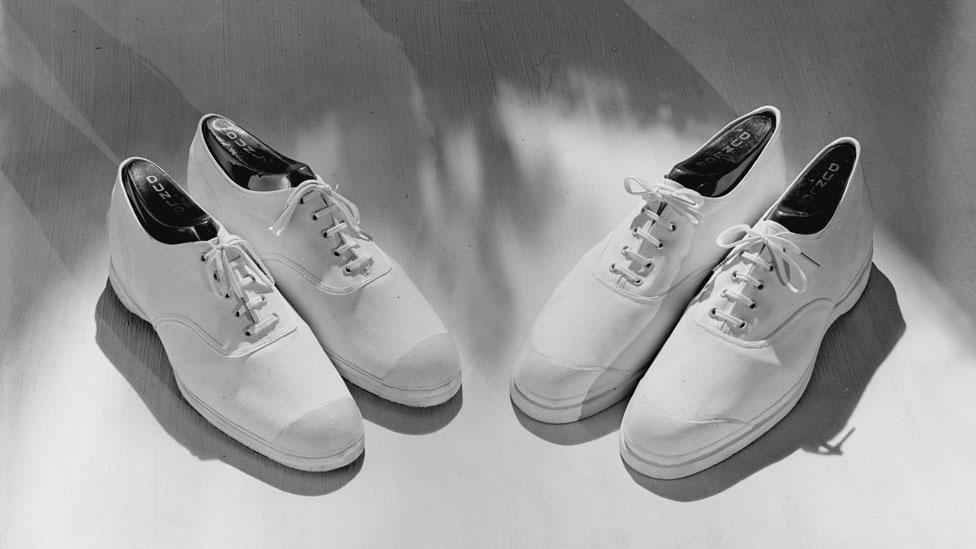 Unas zapatillas Dunlop de 1930.