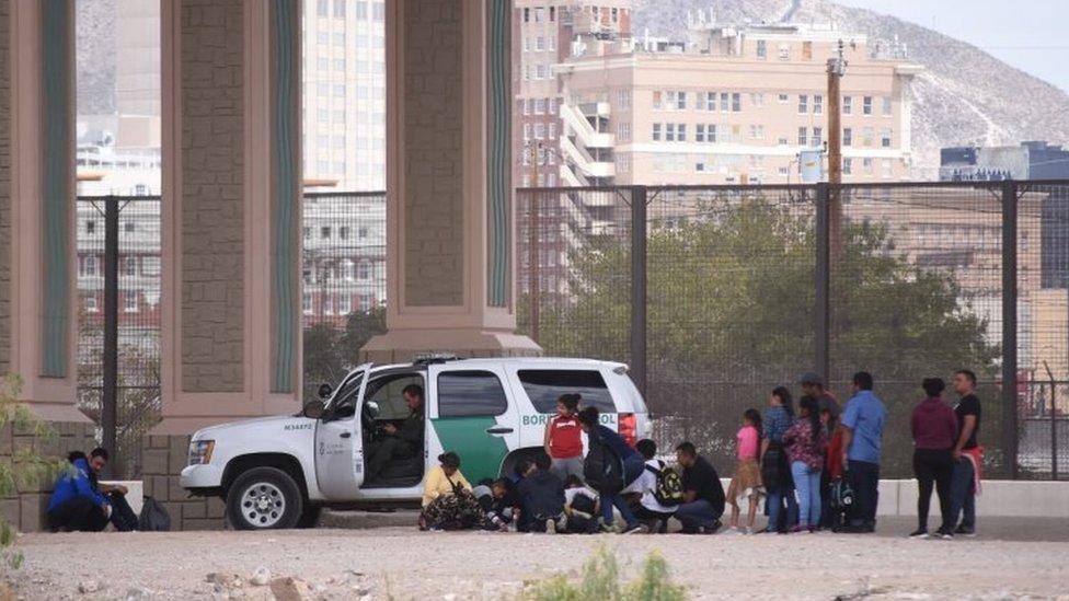 Migrantes detenidos por la Patrulla Fronteriza