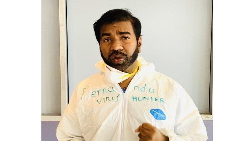 El doctor Rajeev Fernando en un hospital en Nueva York.
