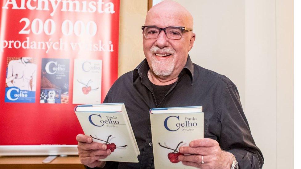 U više od 150 zemalja je prodato više od 325 miliona njegovih knjiga