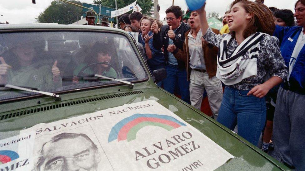 Partidarios de la candidatura presidencial de Gómez Hurtado en 1990.