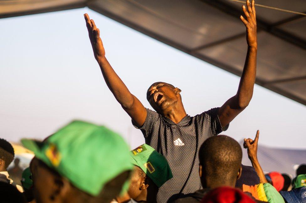 في شهر سبتمبر/أيلول أعلنت زيمبابوي الحداد على أول زعيم لها بعد الاستقلال، روبرت موغابي، الذي رحل عن 95 عاما.