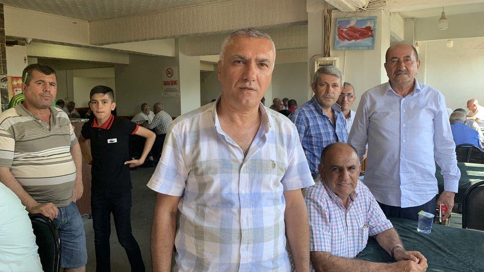 Zehrettin Dinç: CHP'yi sevdiğimizden oy vermiyoruz, biz bu ülkeye barış, demokrasi, huzur gelsin diye oy veriyoruz.