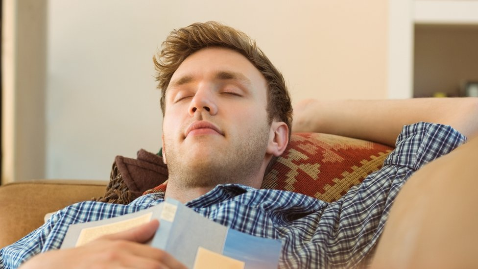 Long daytime naps are 'warning sign' for type-2 diabetes - BBC News