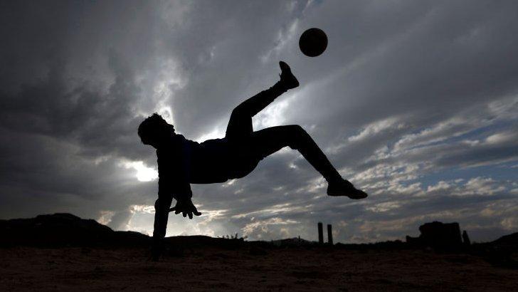 Partido de fútbol en Yemen.