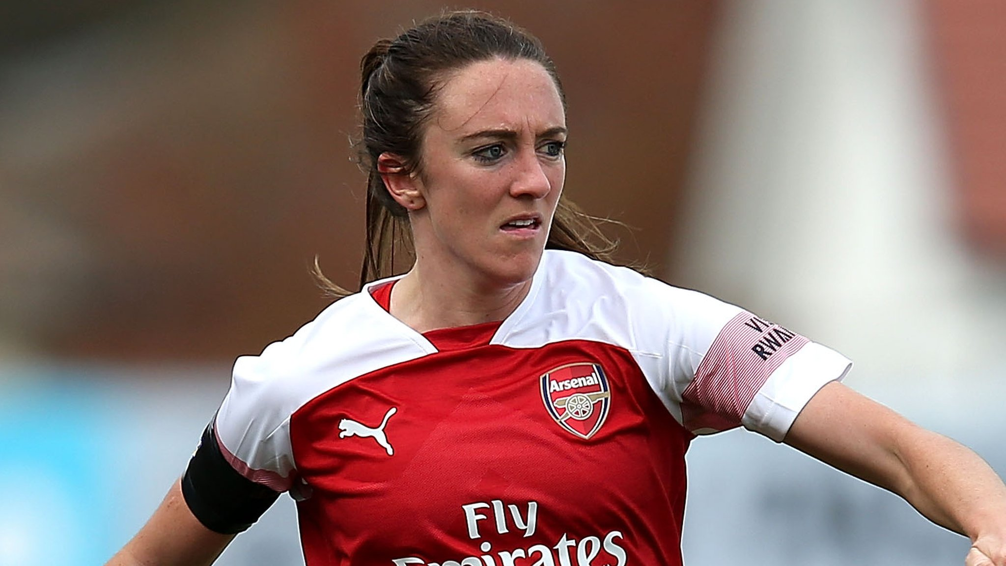 Lisa Evans: Arsenal's Scotland winger signs new contract with Gunners