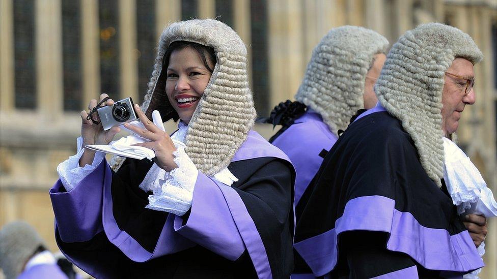Суды уходят в Zoom. Ковид сделал консервативную Англию пионером виртуального правосудия