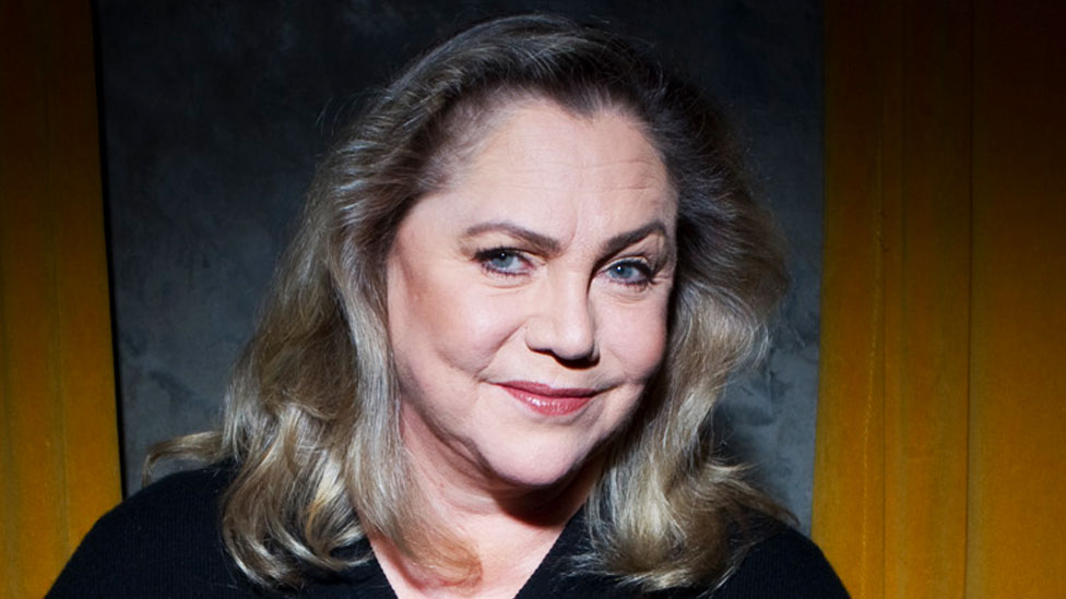 Kathleen Turner dishes dirt on Hollywood