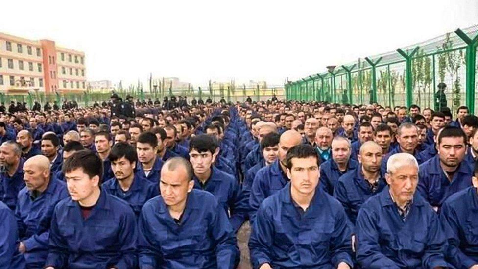 """據了解近年內新疆約有100萬維吾爾穆斯林被關押在嚴密的""""再教育營"""""""