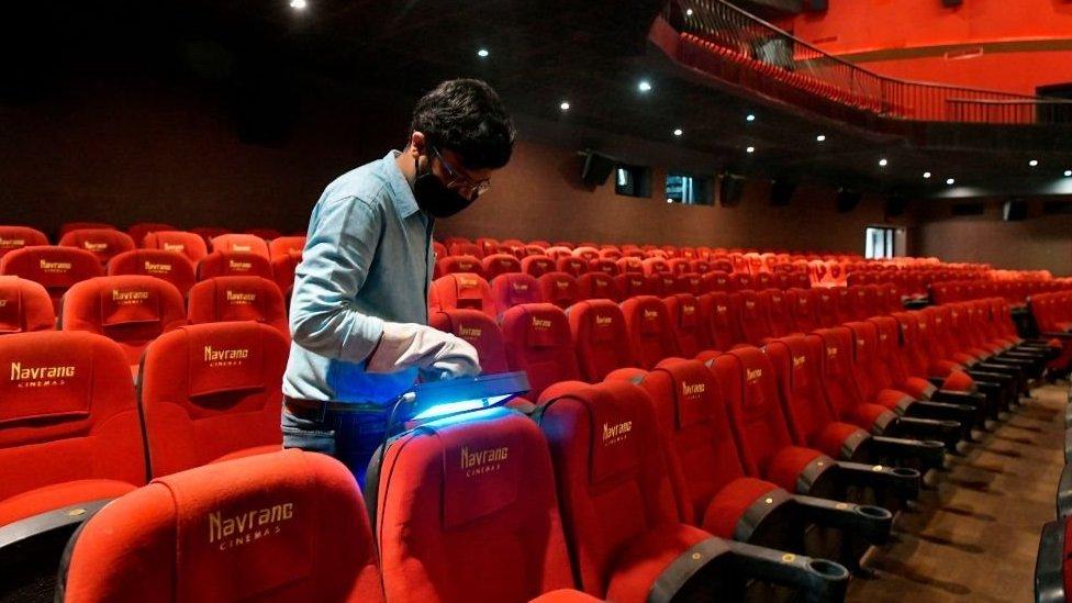 Sinemaların yaklaşık 7 ay kapalı kaldığı Hindistan'da gişe hasılatları geçen yıla göre yüzde 75 düştü