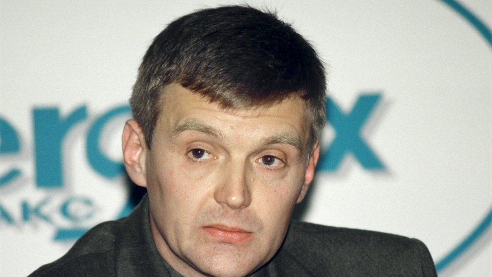 """Alexander Litvinenko, then an officer of Russia""""s state security service FSB, attends a news conference in Moscow in this November 17, 1998"""