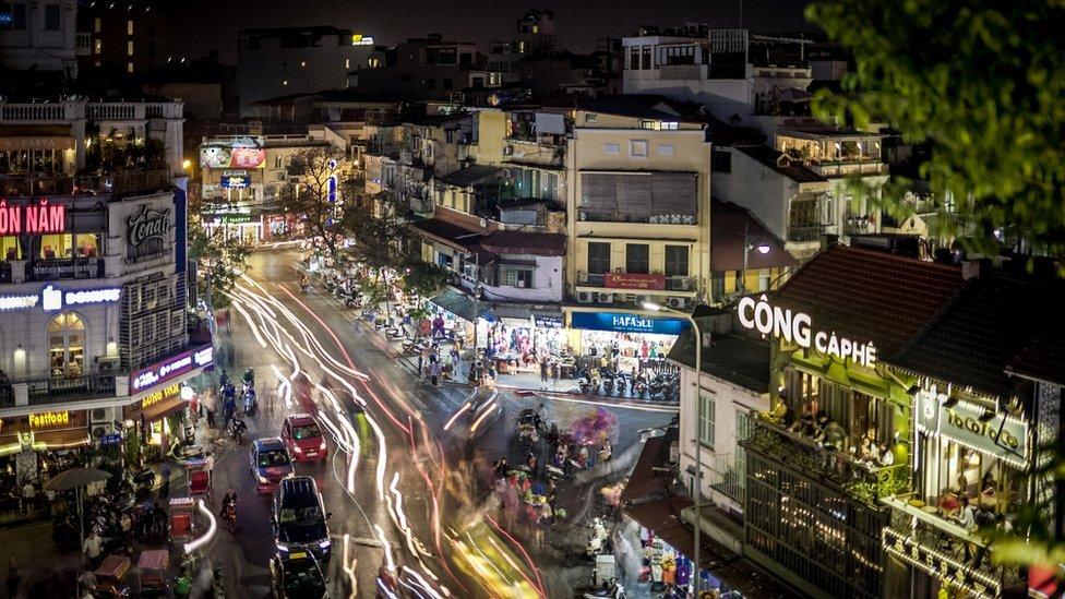 Hanói, capital de Vietnam, de noche