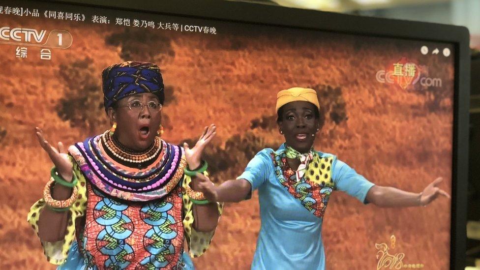 去年的春節晚會引起爭議,亞洲演員因使用誇張的臀部諷刺黑人而飽受批評。