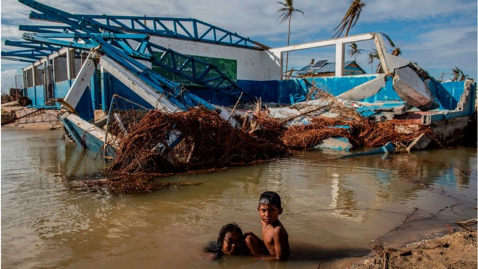 Una fábrica dañada por el huracán Eta en Nicaragua