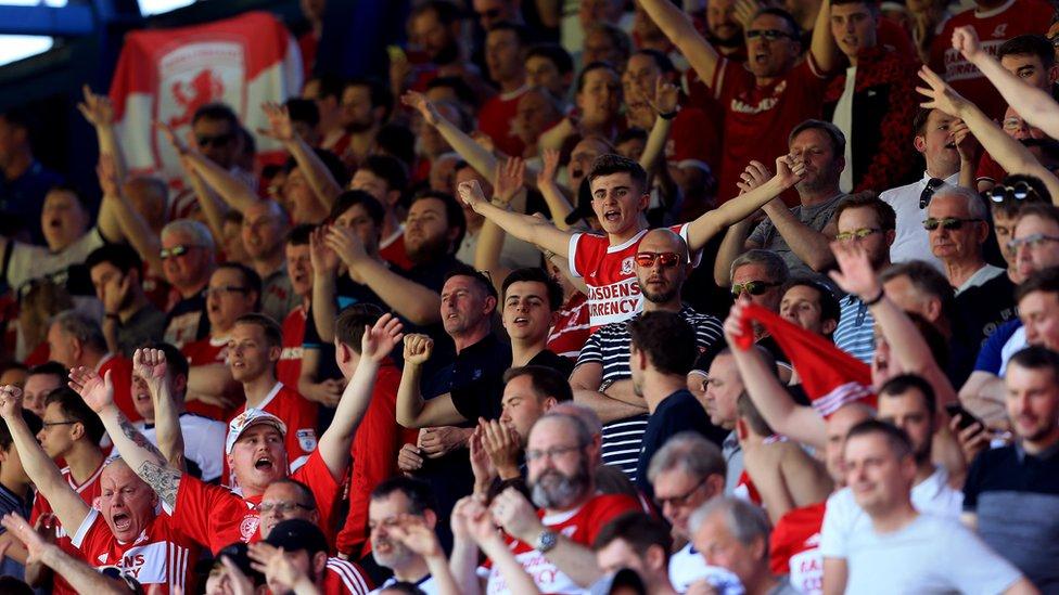 Los fanáticos de Middlesbrough cantando