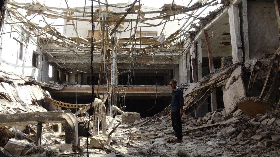 الدمار الناجم عن القتال بين الحوثيين و القوات الحكومية