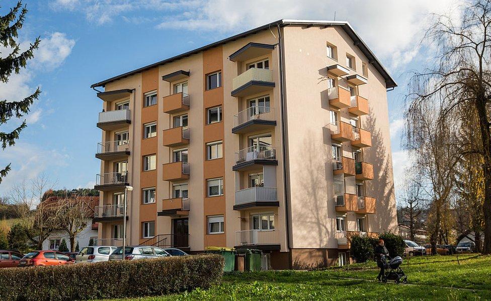 Edificio en que vivió Melania.