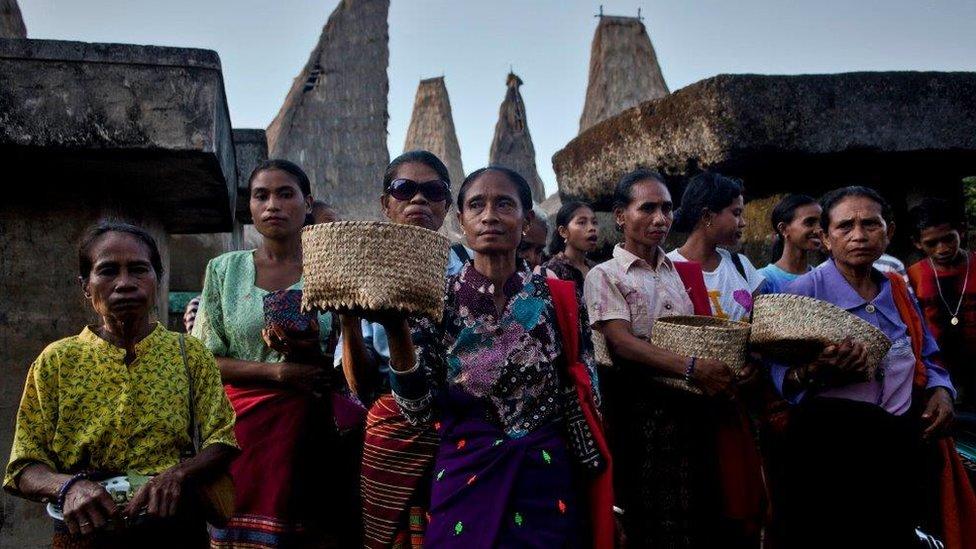 Žene Sumba plemena izvode ritual svojih predaka