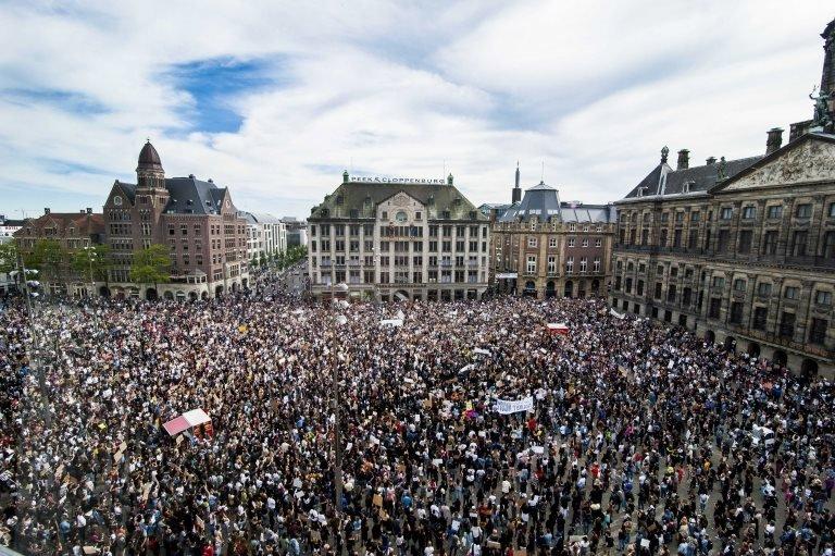 Amsterdam'daki protesto gösterisi