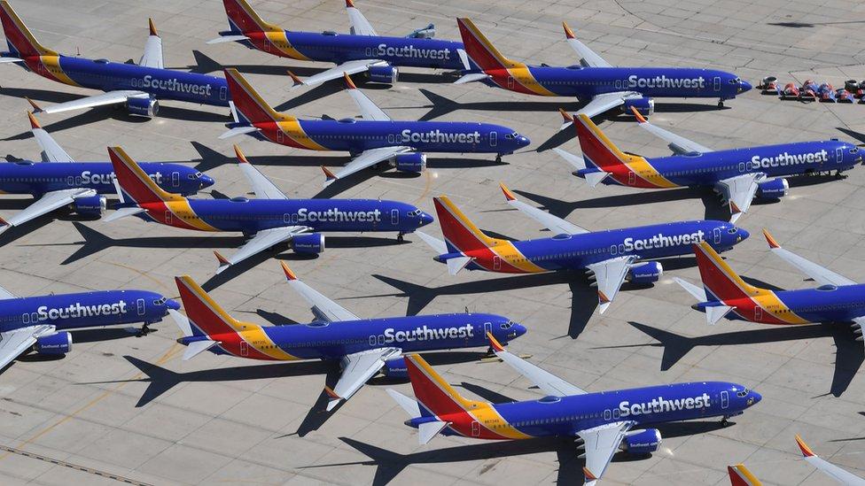 Više od 300 aviona tipa Boing 737 Maks je moralo da bude prizemljeno