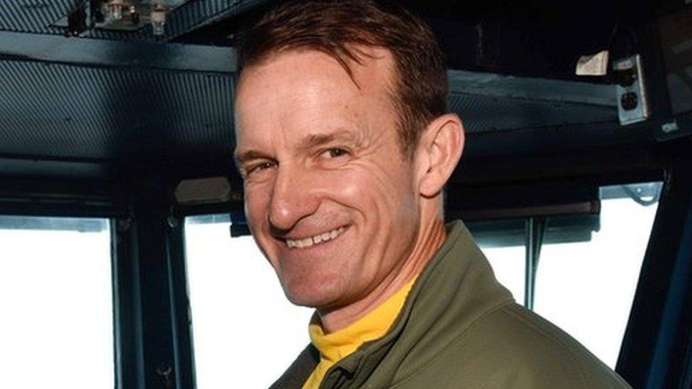 Коронавирус на авианосце США: уволен капитан, просивший об экстренной помощи
