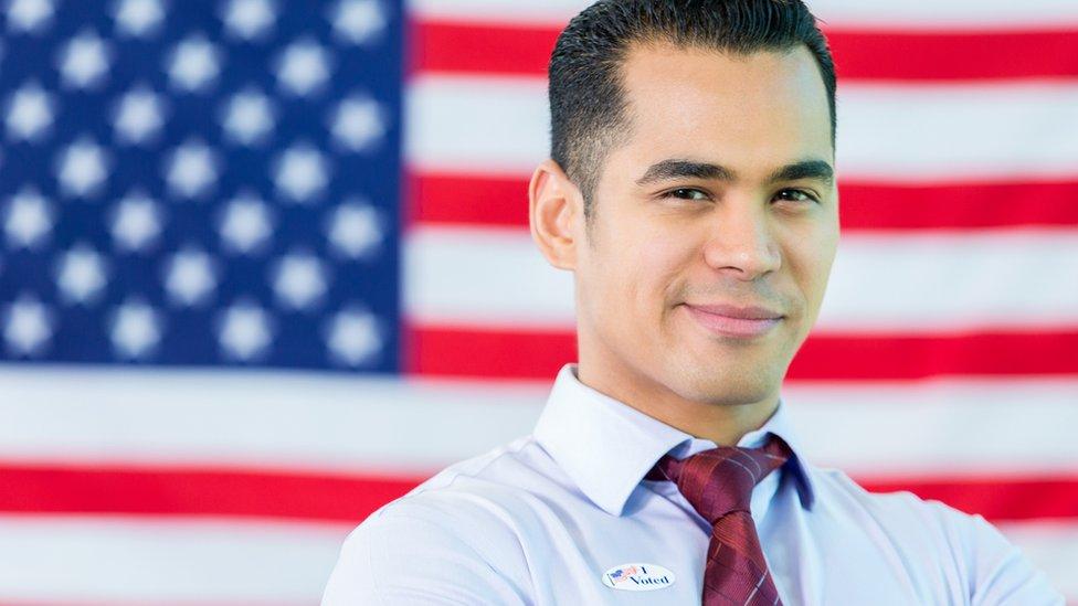 Un votante de origen latino en Estados Unidos.
