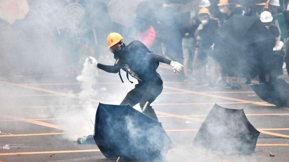 هزت الاحتجاجات هونغ كونغ العام الماضي ، بسبب مشروع قانون يهدف إلى تمكين تسليم المجرمين إلى البر الرئيسي