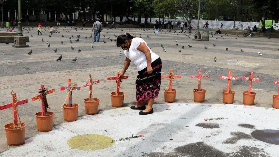 Monumento por incendio en Guatemala