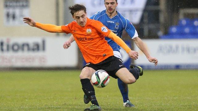 Glenavon's Joel Cooper in action against Dungannon Swifrs