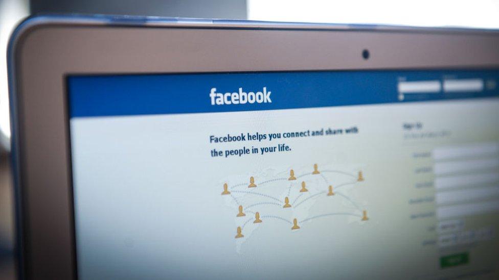 <a href='/etiket/Facebook' target='_blank'>Facebook</a> screen