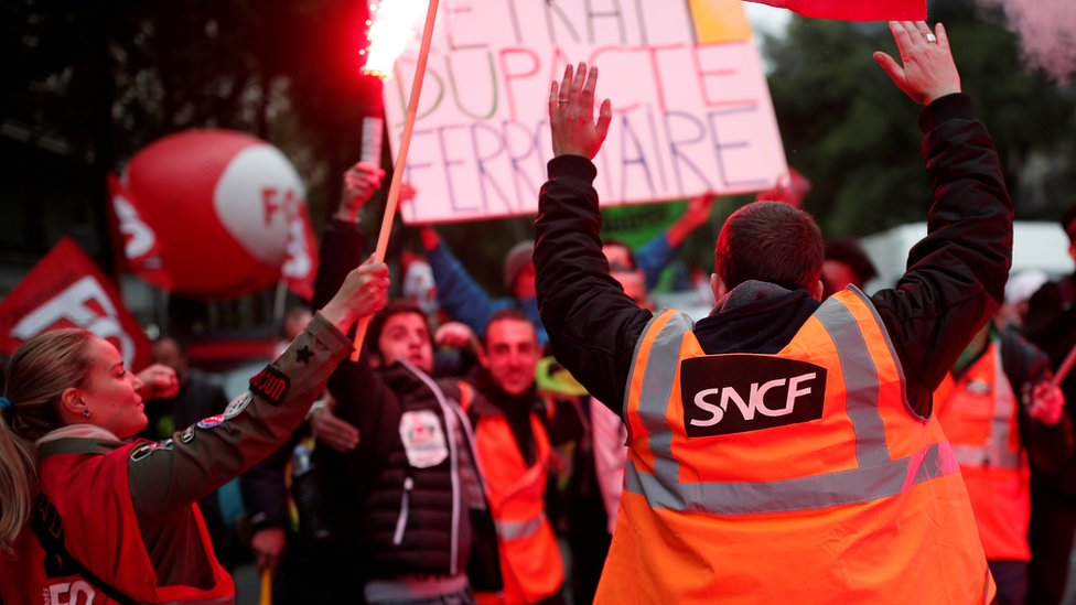 French rail workers demonstrate against Macron's proposed reforms in May 2018