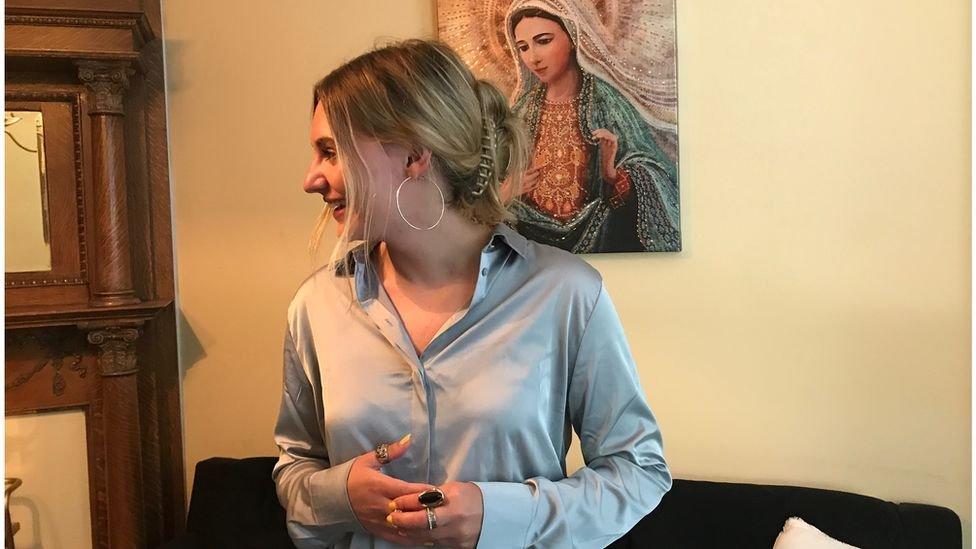 """تقول آنا لوليس الناشطة المناهضة للإجهاض إن بايدن """"يعيش في خطيئة مميتة""""ولا يجب أن يحصل على المناولة"""