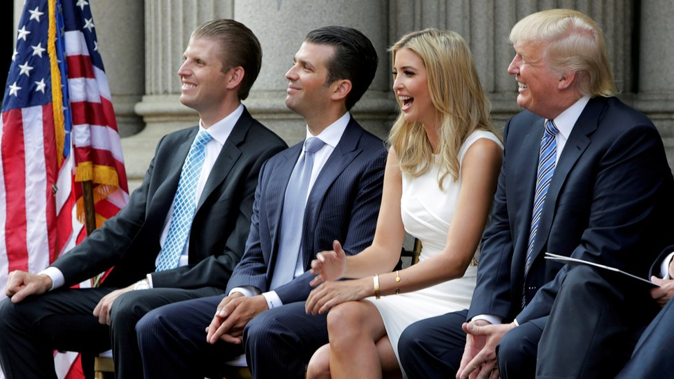 Trump y tres de sus hijos: Eric, Don Jr e Ivanka
