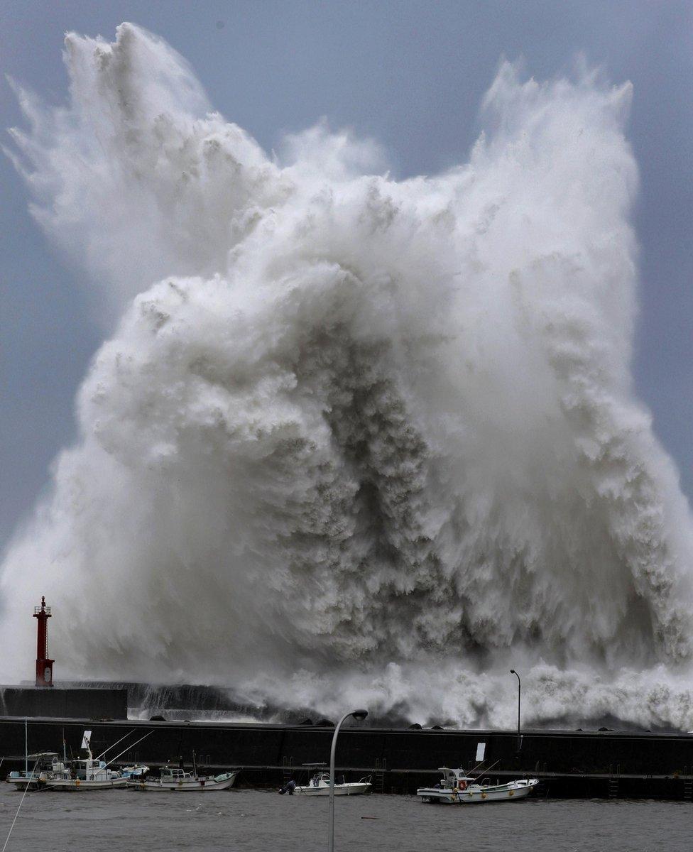 Oluja je izazvala ogromne talase