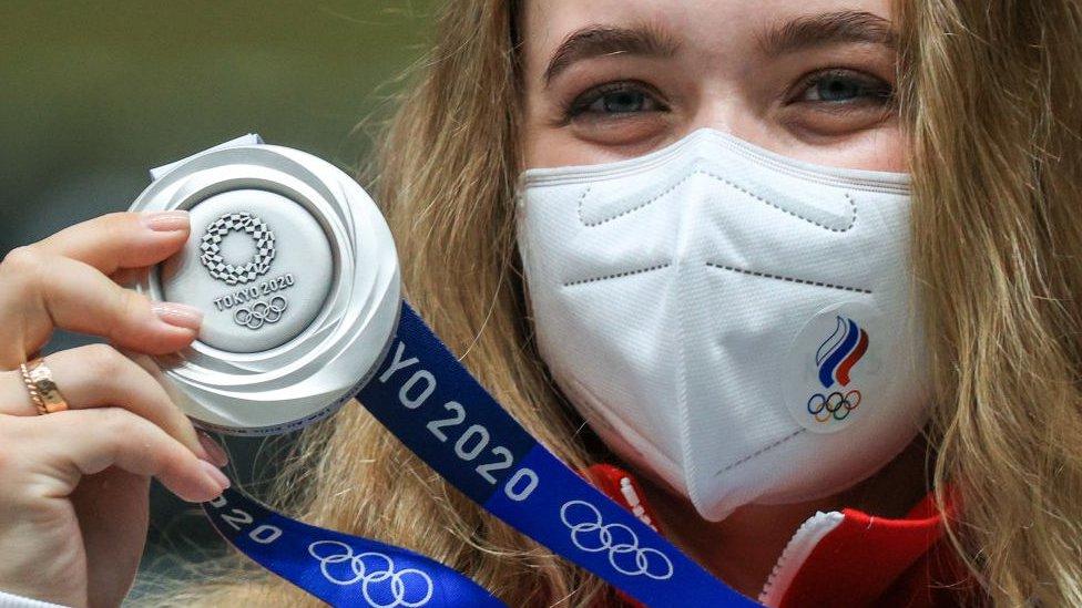 Олимпиада: первая медаль у спортсменов из России, положительный тест на ковид у 17 олимпийцев