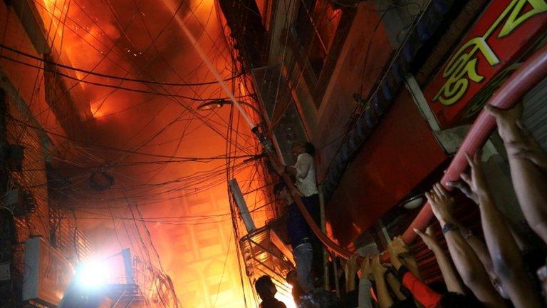 बांग्लादेश: इमारतों में आग लगने से 70 की मौत