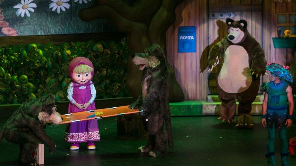 """Scena iz predstave """"Maša i medved"""""""