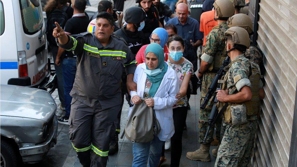 انتشار أمني مكثف لعناصر الجيش اللبناني بعد مقتل وإصابة عناصر من مؤدي حزب الله وحركة أمل