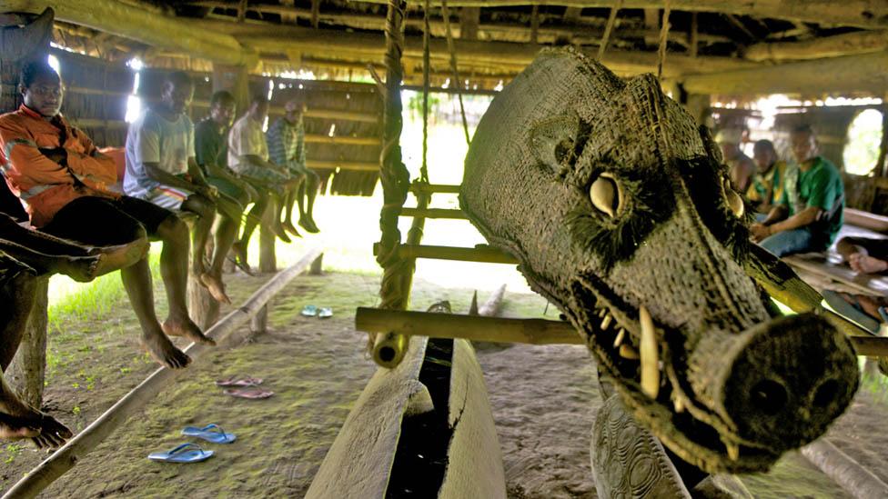 Un Haus Tambaran o casa de espíritus en Kaminimbit