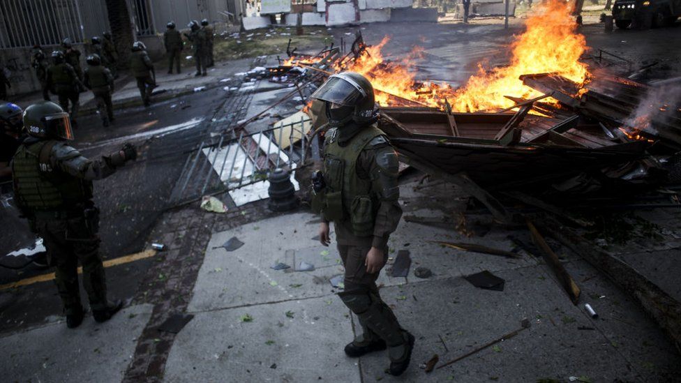 Disturbios durante una manifestación en el aniversario del inicio de las protestas antigubernamentales.