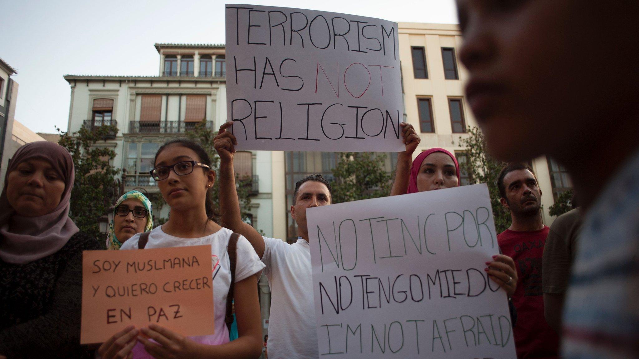 التقرير يشير إلى إرهاب اليمين المتطرف الذي يعادي بعض أفراده المسلمين