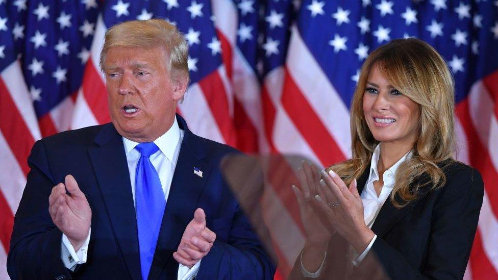 Donald y Melania Trump aplaudiendo