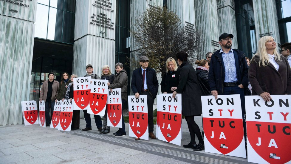 """People hold placards """"Constitution"""" during their protest in front of the Supreme Court building in Warsaw, Poland, 11 October 2018"""